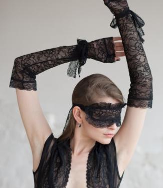 Комплект: маска, перчатки из кружева Opium Luxury L309